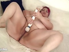 Chubby eliza allure vibes her wet pussy