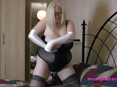 Big boobs granny with white gloves