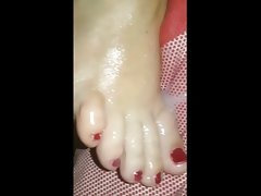 Cumming on bbw wifes toes