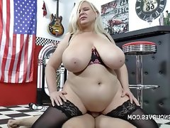 Samantha sanders makes her tits bounce
