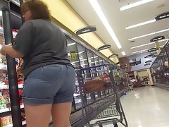 Bbw rocking big booty in jean shorts