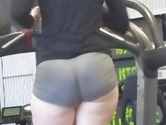 Thick candid pawg in gym