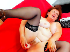 Busty mature masturbates in her..