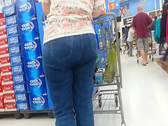 Big butt housewife candid