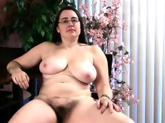 Get to know the hairy brunette bbw cori!